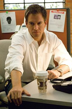Special Agent Tony DiNozzo, played by Michael Weatherly, of NCIS, looks serious… Serie Ncis, Ncis Tv Series, Michael Weatherly, Best Tv Shows, Favorite Tv Shows, Hot Men, Hot Guys, Anthony Dinozzo, Ziva And Tony