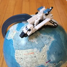 "14 mentions J'aime, 1 commentaires - Gen (@shinogen13) sur Instagram: ""ナノブロックのスペースシャトルを作ったよ🌎🇺🇸😀人工衛星付き🛰 #nanoblock #spaceshuttle #globe #ナノブロック #スペースシャトル #ばあばからもらった #地球儀"""