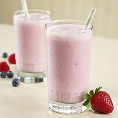 Berry Smoothie — A smoothie recipe made with creamy Healthy Choice Greek Frozen Yogurt, milk, banana and frozen berries Berry Smoothie Recipe, Strawberry Banana Smoothie, Smoothie Recipes, Banana Smoothies, Vitamix Recipes, Yummy Smoothies, Smoothie Drinks, Yummy Drinks, Quick Easy Desserts