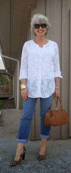 fashion over 50 aging gracefully 50 style Over 60 Fashion, Over 50 Womens Fashion, Fashion Mode, 50 Fashion, Plus Size Fashion, Autumn Fashion, Fashion Trends, Fashion Clothes, Jeans Fashion