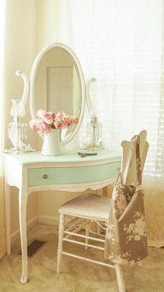 Adorable 90 Romantic Shabby Chic Bedroom Decor and Furniture Inspirations https://decorapatio.com/2017/06/16/90-romantic-shabby-chic-bedroom-decor-furniture-inspirations/