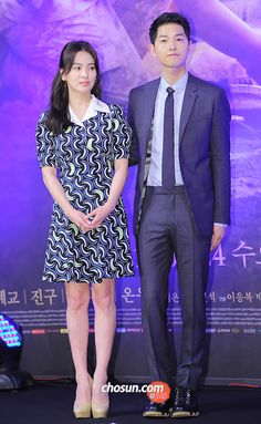 On February the beautiful cast members, creator, and PD of Descendants of the Sun officially presented their drama to the press at the Imperial Palace Hotel in Gangnam, Seoul. Korean Drama Stars, Korean Drama Series, Korean Drama Best, Lovely Girl Image, Girls Image, Song Hye Kyo Style, Song Joong Ki Birthday, Soon Joong Ki, Foto Jimin Bts