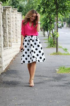 To find out about the White Polka Dot Flare Skirt at SHEIN, part of our latest Skirts ready to shop online today! Fashion Outfits, Womens Fashion, Jw Fashion, Indian Fashion, Fashion Tips, Frack, Outfit Trends, Flare Skirt, Midi Skirt