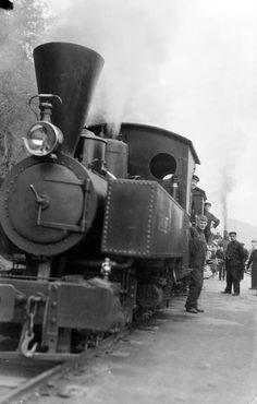 "[Nesttun-Osbanen. Lokomotivet ""Bjørnen"" siste driftsdag 1935.] fra marcus.uib.no"