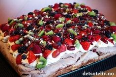 Norwegian Food, Pavlova, Let Them Eat Cake, I Love Food, Yummy Cakes, Cravings, Cake Recipes, Food And Drink, Sweets