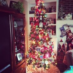 Priscillas: Instagramming my Holiday Decorating scrapbook tree