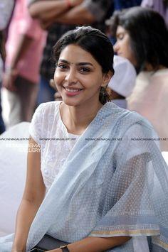 Kurti Sleeves Design, Kurti Neck Designs, Kurti Designs Party Wear, Indian Bollywood Actress, Indian Actresses, Indian Attire, Indian Outfits, Punjabi Dress, Punjabi Suits