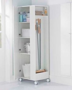 45 áreas de serviço pequenas e arrumadinhas para se inspirar Laundry Cupboard, Laundry Room Cabinets, Laundry Closet, Small Laundry Rooms, Cleaning Closet, Laundry Room Organization, Laundry Room Design, Space Saving Furniture, Diy Furniture