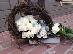 Floral design wianki do zrobenia Grave Decorations, Centerpiece Decorations, Flower Decorations, All Saints Day, Sympathy Flowers, Funeral Flowers, Arte Floral, Ikebana, Fresh Flowers