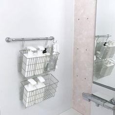 ・ ・ #お風呂 ・ ・ 棚の金具を最小限まで外しました☝︎✨ 普通にビス抜いて嵌められた金具を取って 雑なコーキングを擦ってとりました。 後はこのビスorこのビス穴に合うキャップを取り付けるのみなんだけど ・ ・ (2枚目) アップ☝︎←必要ある? (3枚目) 全体。 バスチェア IKEA (私はこれも捨てたい☝︎) 風呂桶 IKEA 風呂蓋も買い換えたけど捨てたいʬʬʬ ほぼ吊り下げてます #長すぎるS字フック (爆) はキャンドゥ IKEAのバスチェアは 穴が2個空いてるので引っ掛けやすく 落ちにくいのです←けど捨てたい人 ・ ・ (4枚目) 過去postより☝︎ beforeです ・ ・ シャワー下のテーブル外したくて外しましたが残念過ぎる配管丸出しになってたので 泣く泣く掃除して元に戻しました ・ ・ 風呂のテーブル外したい← ・ ・ #今日は休み ♡♡ ・ ・ #iza収納 #無印良品 ・ ・