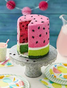Learn how to give your cake that nice, clean finish with fondant. Learn how to cover cakes and make decorations with fondant at Wilton. Piping Icing, Cake Icing, Buttercream Frosting, Cupcake Cakes, Wilton Icing, Wilton Cakes, Buttercream Flowers, Eat Cake, Watermelon Cake