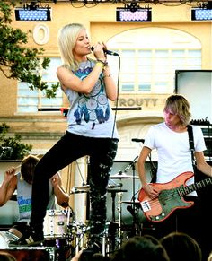 Jenna from #TonightAlive singing. beauty.