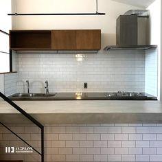 ハコリノベ 大阪 ・神戸・横浜リノベーションさんはInstagramを利用しています:「2018.04.23 ・ キッチンを壁付にする場合は造作する提案をさせて頂いてます* システムキッチンの方が使い勝手がいいイメージですが、シンク下はオープンでゴミ箱置き場にしたり、引き出しももちろん造作できます* ・…」 Kitchen Cabinets, Table, House, Furniture, Home Decor, Instagram, Decoration Home, Home, Room Decor