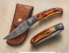 Luminous picture by Coop for a nice damascus forged by Sam Lurquin. Folding Pocket Knife, Folding Knives, Pocket Knives, Damascus Blade, Damascus Knife, Cool Knives, Knives And Swords, Cold Steel, Custom Knives