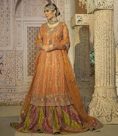 She is channelling the perfect vintage look via this traditional ensemble ✨🤗😍 stuns as she donned the exemplary luscious attire accentuated with statement accessories to go with! Mehndi Outfit, Mehndi Dress, New Bridal Dresses, Bridal Outfits, Bride Dresses, Formal Dresses, Bridal Collection, Dress Collection, Ayeza Khan Wedding