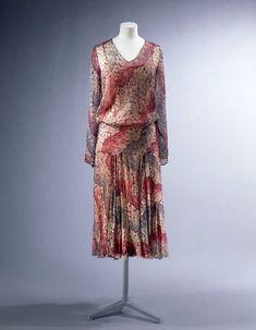 1929, France - Day dress by La Samaritaine - Printed silk georgette, elastic, hand and machine sewn