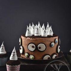 Halloween cake by Sylvie Halloween Desserts, Halloween Cupcakes, Halloween Peeps, Bolo Halloween, Postres Halloween, Halloween Treats, Chocolat Halloween, Halloween Chocolate Cake, Chocolate Ganache