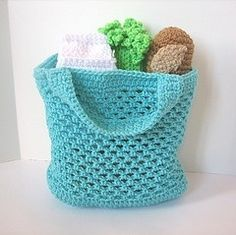 Easy Shopping Bag Crochet Pattern - the pattern IS on the linked page. It's not written out row-by-row like a normal pattern so it's easy to overlook. The reason it's written that way is because it's just a basic pattern that can be adjusted to what you want (size, color, etc.):