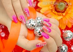 #pink   #peach   #Strass   #nails   #nailart   Pink und orange - eine Kombi die immer wieder super funktioniert, wie unsere Kollegin Josy hier zeigt. Mit dem Fairy Dust neon-pink (Art.-Nr.: 7268) und neon-peach (Art.-Nr.: 7267), sowie einigen Brillanten Strasssteinen klar irisierend (Art.-Nr.: 6446) könnt Ihr dieses Design ganz einfach nachmachen. Viel Spaß wünscht Euch Eure Juliane.
