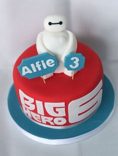 Big Hero 6 cake with white baymax. www.littlepartyboutique.co.uk www.facebook.com/TheLittlePartyBoutique