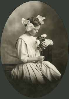 ~+~+~ Antique Photograph ~+~+~ Beautiful portrait of young girl with braids and bows