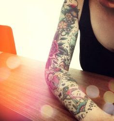 i like sleeves like this with little things in the same style.. girly stuff