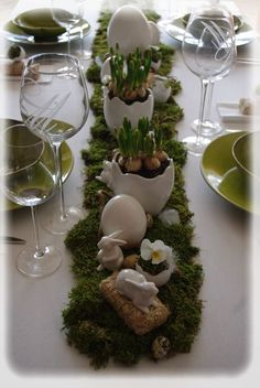 Osterdeko day ideas Ideas for Easter - Trendy Home Decorations Easter Table Settings, Easter Table Decorations, Easter 2020, Easter Parade, Easter Specials, Deco Floral, Easter Crafts, Easter Ideas, Deco Table