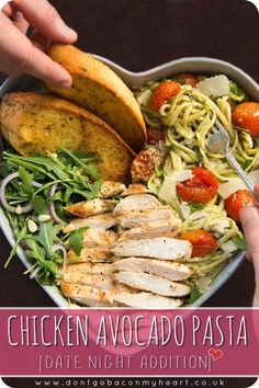 This Chicken Avocado Pasta is the perfect romantic dinner for two A quick and easy avocado pasta recipe for the most delicious date night dinner avocado pasta chicken avocadopasta chickenpasta datenight datenightdinner dinner dinnerfortwo romanticdinner Chicken Avocado Pasta, Chicken Pasta, Avocado Chicken Recipes, Zucchini Pasta Recipes, Caprese Chicken, Chicken Zucchini, Healthy Zucchini, Chicken Spaghetti, Chicken Alfredo