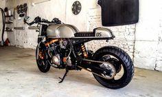 Suzuki GSXR 1100 Cafe Racer Quintessence by Cardsharper Custom #motorcycles #caferacer #motos   caferacerpasion.com