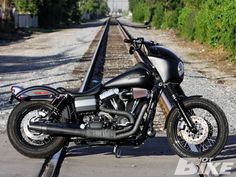 Harley Davidson Street Bob customized Sons style, to own one or to have a man… Harley Dyna, Harley Bikes, Harley Davidson Dyna, Harley Davidson Street, Harley Davidson Motorcycles, Harley Street Bob, Bike Magazine, Custom Harleys, Custom Bikes