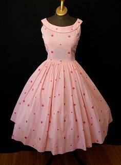 On Hold Lovely pink and white gingham and polka dot cotton new look sun dress vlv rockabilly pin up girl - size Medium to Large Vintage Fashion 1950s, Vintage Wear, Vintage Looks, Retro Fashion, Vintage Dresses, Vintage Outfits, 1950s Dresses, Vintage Pins, Vintage Clothing