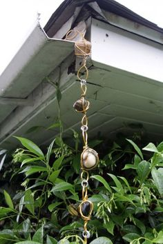diy wire wrapped rock rain chain-- a rain chain instead of ugly gutters-- it's like having a water feature! Easy and cheap to make