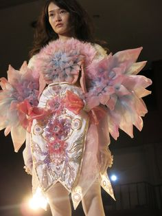 The prestigious SOEN AWARDS JAPAN 2014 winners and full collections. 装苑賞2014年で輝いた優秀な若手デザイナーを全公開します!