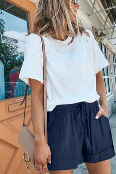 Trendy Summer Outfits, Cute Casual Outfits, Short Outfits, Casual Shorts Outfit, Casual Summer Fashion, Cute Shorts Outfits, Comfortable Summer Outfits, Casual Beach Outfit, Summer Vacation Outfits