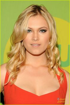 Eliza Taylor & Marie Avgeropoulos: The 100 at CW Upfronts 2013 | eliza taylor maria avgeropoulos hundred upfronts 03 - Photo Gallery | Just Jared Jr.
