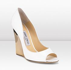 First and maybe only wedges I'll ever find I'd wear (Biel - Jimmy choo) Gold Wedges, White Wedges, Bridal Shoes, Wedding Shoes, Black Wedges Outfit, White Wedge Shoes, Shoe Boots, Shoes Heels, Top Shoes