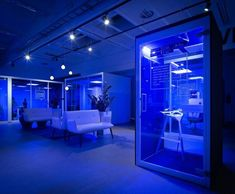 Vetrospace - The world's most productive office pods and phone booths Office Pods, Telephone Booth, Green Furniture, Public Seating, Office Environment, Global Design, Just Giving, Blog Entry, The Office