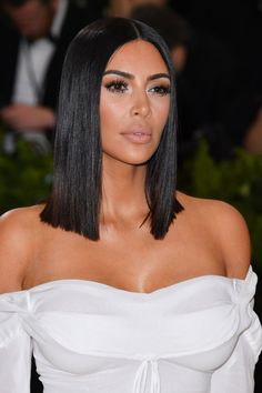 I'm obsessed with this look Kim K Short Hair, Short Brown Hair, Sleek Hairstyles, Celebrity Hairstyles, Natural Hair Tips, Natural Hair Styles, Lob, Shot Hair Styles, Shoulder Length Hair