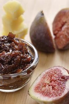 Spicy fig chutney - I'd love to give this a whirl Fig Recipes, Indian Food Recipes, Dessert Recipes, Cooking Recipes, Fig Chutney Recipe, Chutney Recipes, Vegetarian Barbecue, Barbecue Recipes, Chutneys