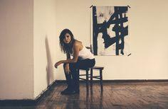 Cantora compartilha a audição da faixa que integrará seu disco de estreia.