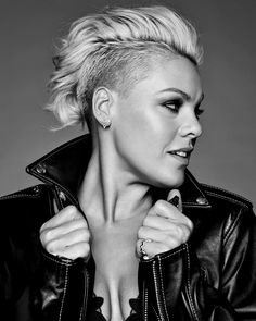 Alecia Beth Moore (aka P! Pink Haircut, Short Haircut, Cut And Style, Cut And Color, Hair Inspo, Hair Inspiration, Pelo Color Plata, Beth Moore, Funky Hairstyles