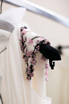 Ideas Embroidery Fashion Inspiration Sequins For 2019 Couture Embroidery, Embroidery Fashion, Beaded Embroidery, Embroidery Ideas, Embroidery Fabric, Couture Details, Fashion Details, Fashion Design, Trendy Fashion