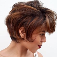 Short+Brown+Hairstyle+With+Caramel+Highlights
