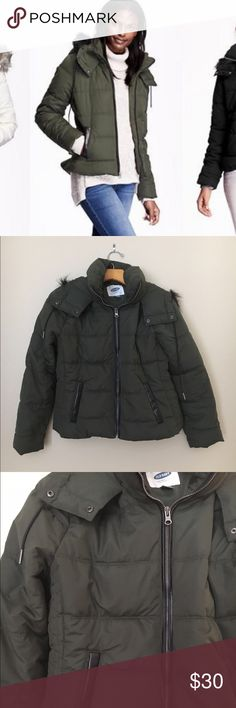 🎄Holiday Sale! 🎄Old Navy • frost free jacket Old Navy frost free puffer jacket in olive green with black leather trim and black faux fur on hood. Size is petite small. Price is firm unless bundled. Old Navy Jackets & Coats Puffers