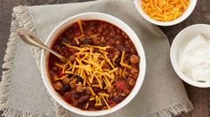Try a tasty twist on chili with one of these extra-easy recipes made courtesy of your slow cooker! Slow Cooker Chili, Slow Cooker Recipes, Crockpot Recipes, Cooking Recipes, 300 Calorie Dinner, 300 Calorie Meals, Chili Recipes, Soup Recipes, Vegetarian Recipes