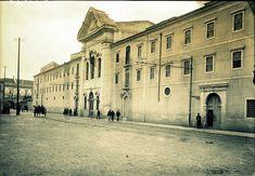 Lisboa de Antigamente: Rua de Xabregas, Convento de S. Francisco de Xabregas Antique Photos, Vintage Photos, Lisbon Portugal, Capital City, Old Pictures, Portuguese, Past, Louvre, Street