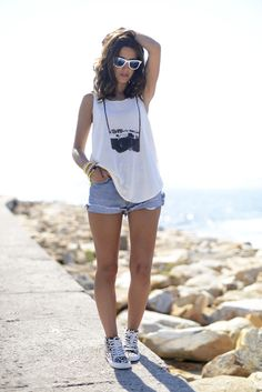 j'ai besoin de que tee-shirt. <3 a tad short on the shorts, but otherwise it is fantabulous!