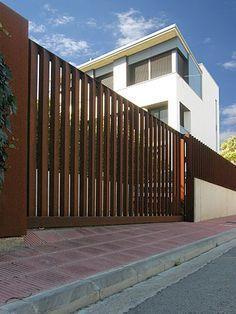 <center><B><span style='text-transform:uppercase'>Casa unifamiliar a Girona</span> - </b><br></center>