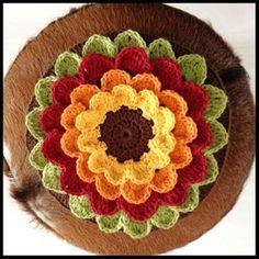 English pattern free crochet flower pattern to hold a small candle light Crochet Diy, Crochet Mandala, Crochet Home, Crochet Motif, Vintage Crochet, Crochet Flowers, Crochet Stitches, Crochet Ideas, Crochet Purse Patterns