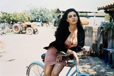 monica bellucci + bike = oh my